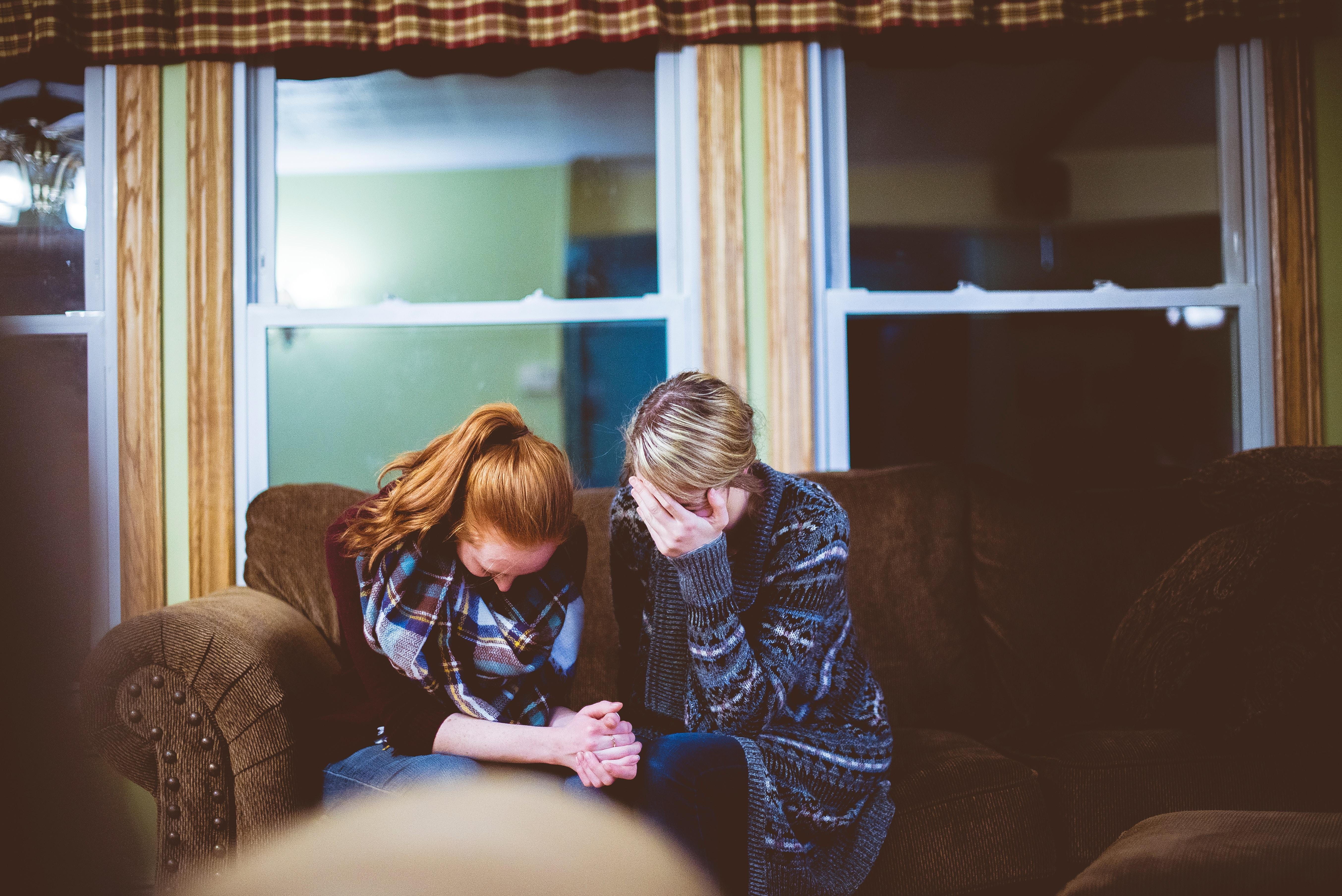 Aider la famille à organiser les obsèques: un soutien indispensable