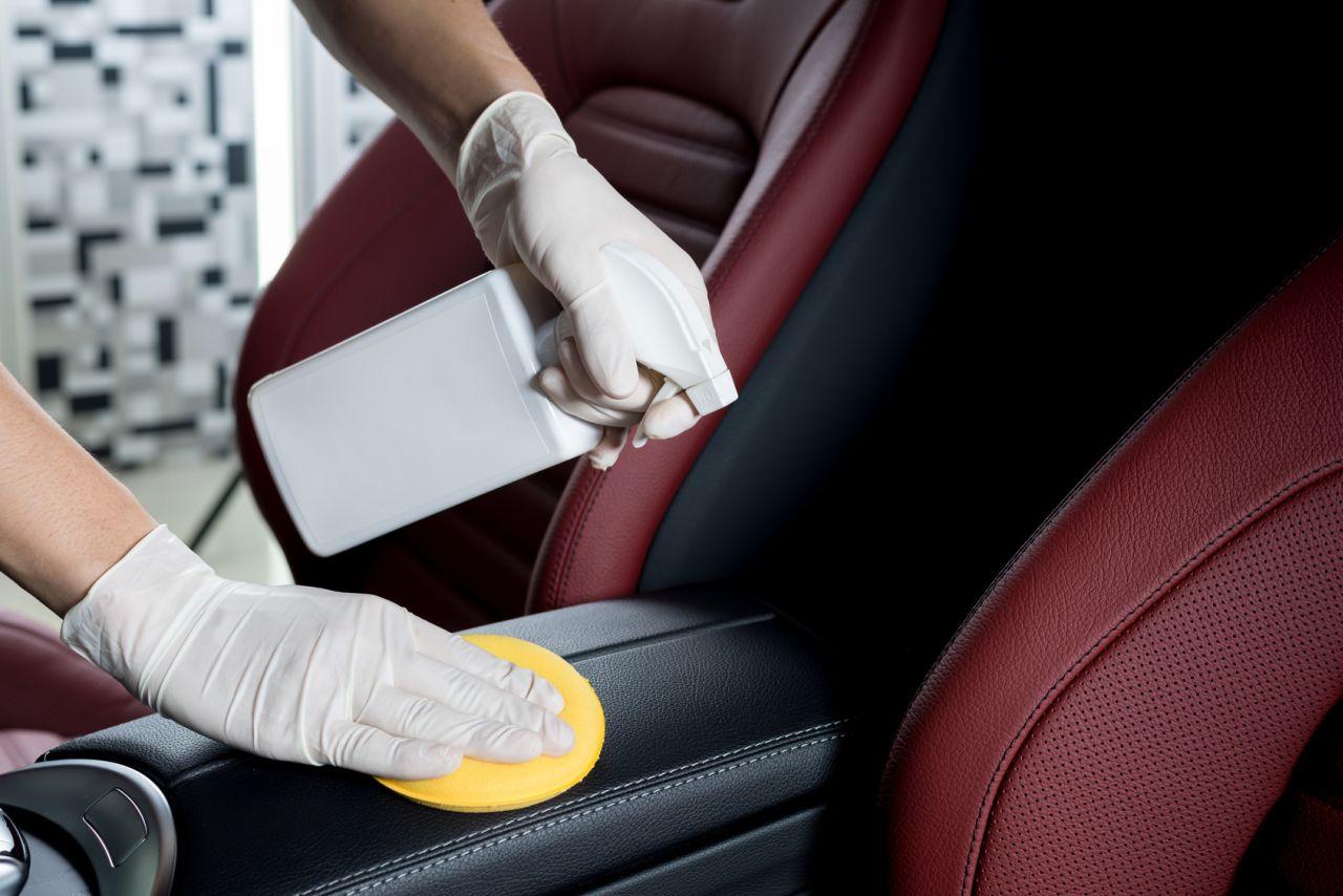 Nettoyer le cuir d'une voiture